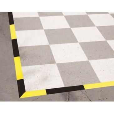 ESD gulvfliser i 2 gråfarger og svarte eller gule rampeelementer